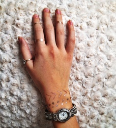 Be sure to pick a design that suits you. It works well to pair flash tattoos with other jewelry that is similar.